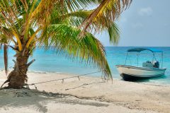 BEL_boatCayes_shutterstock103306586_freewithcredit