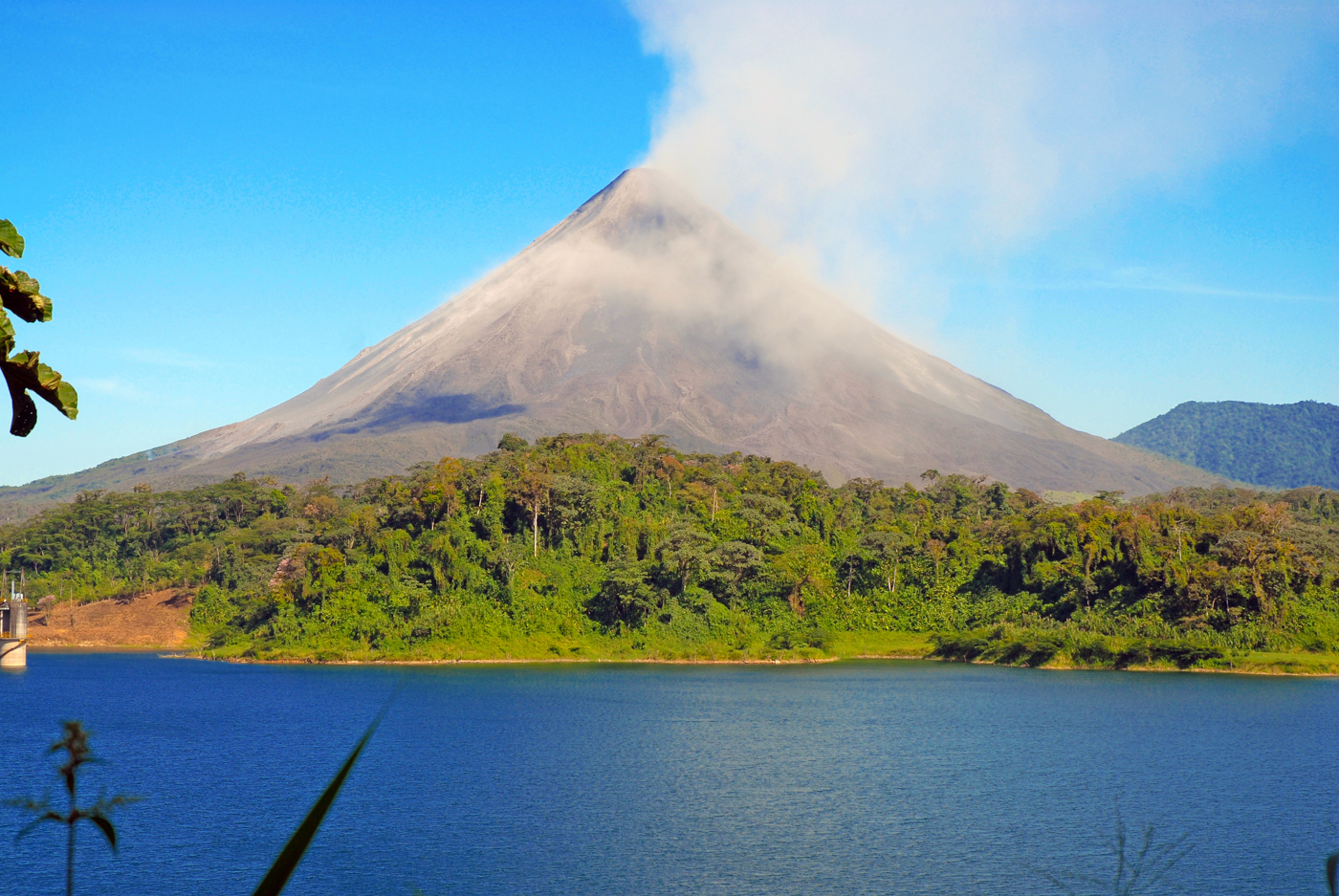 COS_ArenalVolcano_shutterstock_152512754_freewithcredit
